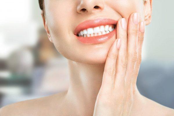 Dùng răng hàm cắn