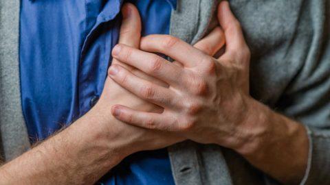 Hẹp van tim 2 lá có chữa được không? Cách nhận biết và điều trị