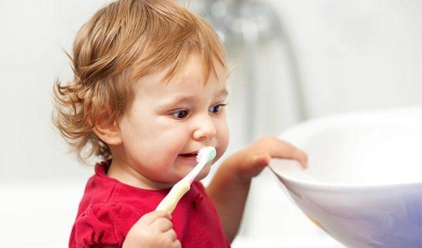 Dạy trẻ đánh răng