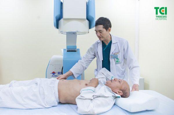 Quy trình tán sỏi thận ngoài cơ thể diễn ra trung bình khoảng 60 phút, không cần mổ, không đau, không chảy máu