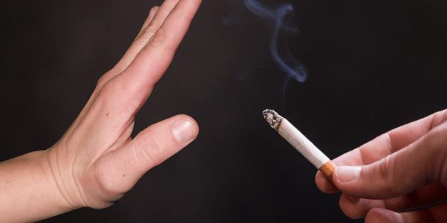 Sau khi nhổ răng khôn không nên hút thuốc lá
