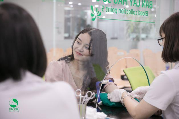 Ở tuần 12, việc xét nghiệm máu là xét nghiệm quan trọng nhằm phát hiện và đánh giá các bệnh có khả năng lây nhiễm qua đường tình dục, đường máu...