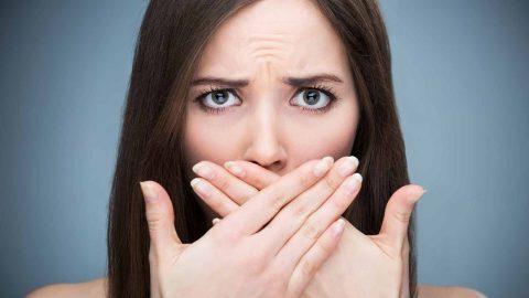 Vì sao bị sỏi amidan gây hôi miệng?