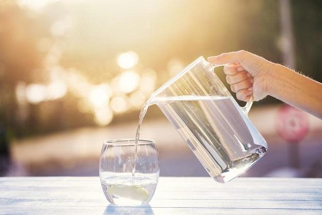 Thoát vị bẹn nghẹt là gì - Nên uống nhiều nước để phòng tránh