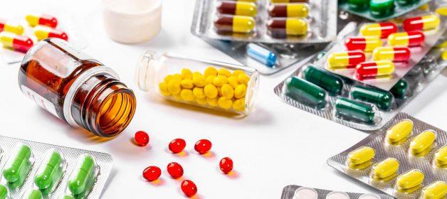 Sau khi nhổ răng khôn, bác sĩ thường chỉ đinh bệnh nhân uống một số loại thuốc để giảm đau