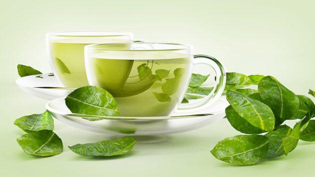 Uống nước trà xanh vì trong trà xanh chứa Polyphenols, một chất có khả năng chống viêm và kháng khuẩn.