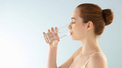 Trào ngược dạ dày nên uống nước gì? Không nên uống gì?