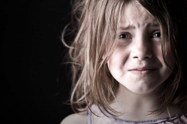 Trẻ thường xuyên bị phụ huynh la mắng dẫn đến niêm mạc miệng bị tổn thương
