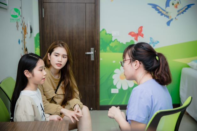 nếu nghi ngờ trẻ có các dấu hiệu nhiễm bệnh tay chân miệng, cha mẹ cần chanh chóng đưa trẻ đến ngay các cơ sở y tế để được kiểm tra và xử lý.