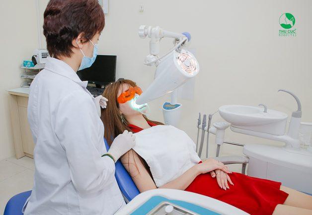 tẩy trắng răng laser whitening