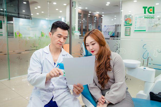 Khi quá trình bọc răng sứ đã được hoàn tất, bác sĩ sẽ dặn dò kỹ lưỡng bạn cách thức chăm sóc để không gây ra những tổn thương và bảo tồn răng được tối đa