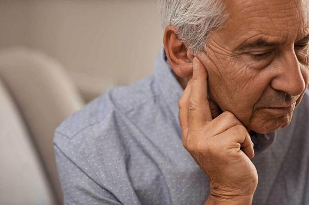 Bị ù tai nguyên nhân do đâu?