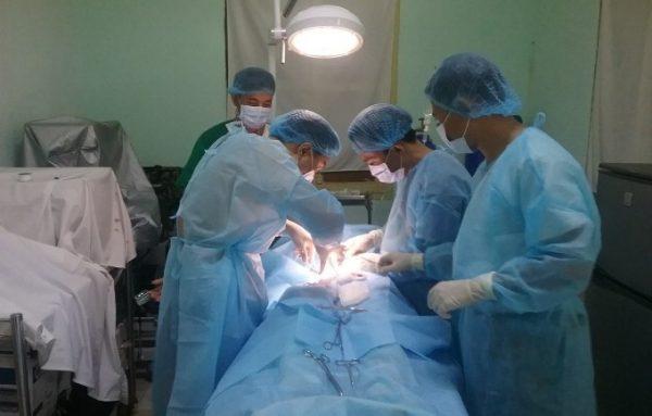 Người bệnh viêm ruột thừa cấp có thể sử dụng kháng sinh hoặc phẫu thuật để điều trị