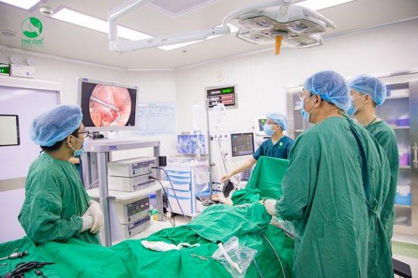Phẫu thuật nội soi cắt ruột thừa với nhiều ưu điểm vượt trội: ít xâm lấn, ít đau, vết mổ nhỏ, thời gian phục hồi nhanh chóng