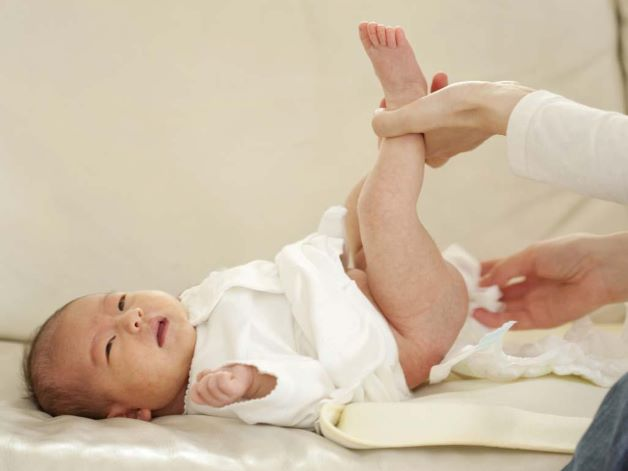 Theo số thống kê, số lần đi ngoài của trẻ sơ sinh ở giai đoạn từ 1 -2 tháng tuổi có thể khoảng từ 5-10 lần/ngày.