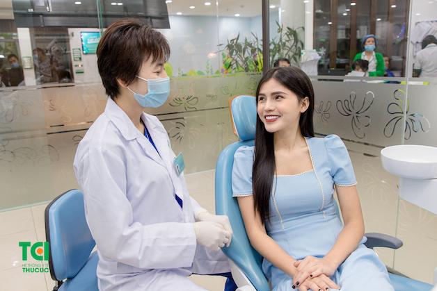 Khám răng định kỳ là việc làm vô cùng cần thiết để cải thiện sức khỏe răng miệng.