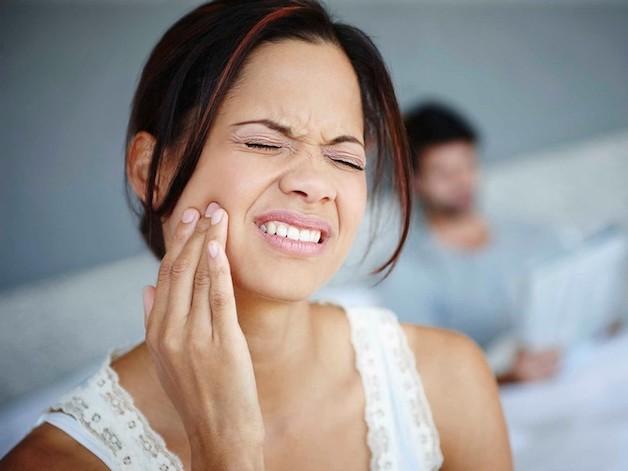 """Các bệnh về răng cũng là một trong những """"thủ phạm"""" gây hôi miệng."""