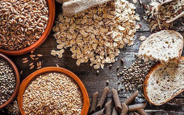 Bổ sung các loại ngũ cốc nguyên hạt vào bữa ăn là một cách giúp chữa hôi miệng hiệu quả.