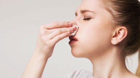 Đừng coi thường dấu hiệu viêm xoang mũi chảy máu