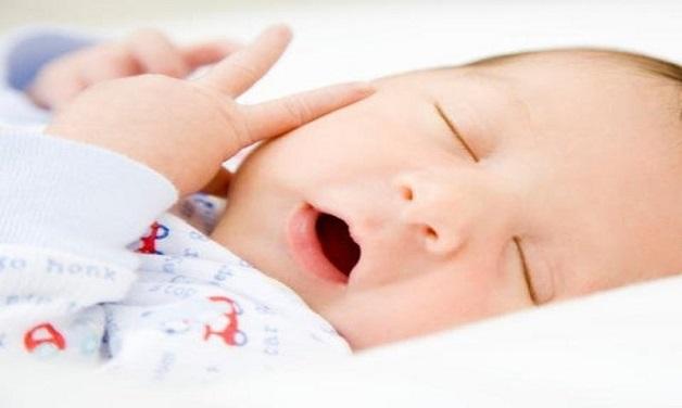 Bé hay thở bằng miệng thì sẽ tạo điều kiện cho vi khuẩn trong miệng phát triển nhanh, dẫn đến hôi miệng