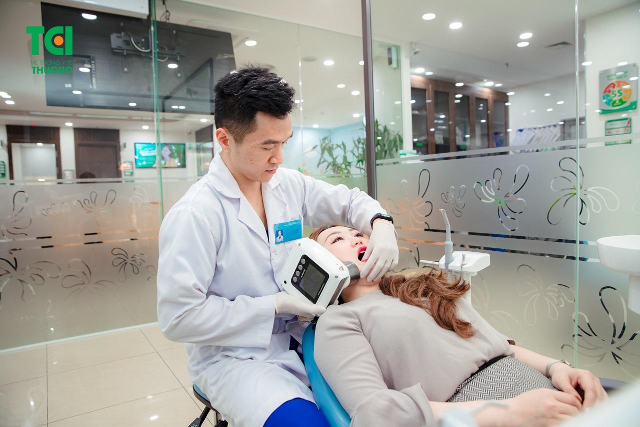 Nhổ răng khôn nằm ngang bằng công nghệ nhổ răng siêu âm Piezotome tại BV ĐKQT Thu Cúc
