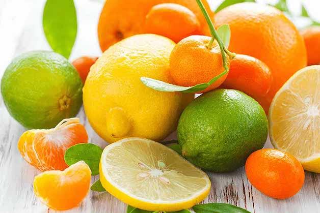 Cha mẹ nên bổ sung thêm thực phẩm giàu vitamin C để tăng hiệu quả hấp thụ sắt ở trẻ.