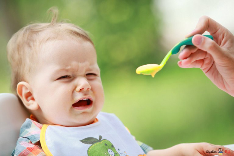 Đừng ép trẻ ăn khi trẻ không muốn