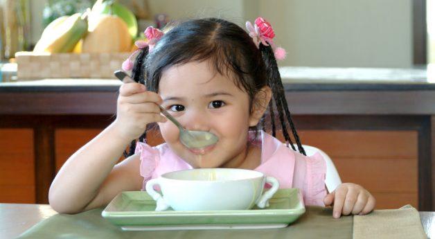 Nhiều cha mẹ muốn biết trẻ biếng ăn thì phải làm sao thì bé mới ăn uống bình thường trở lại
