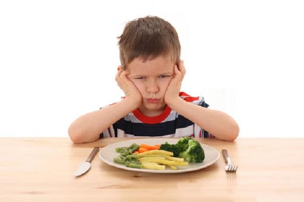 Ba mẹ sẽ vô cùng lo lắng ép con trong việc ăn uống hàng ngày