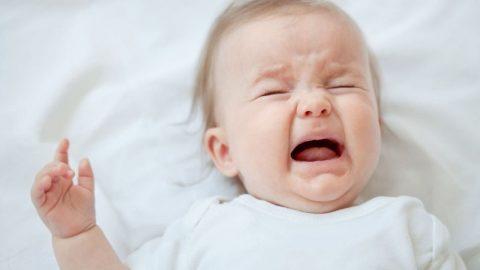 Trẻ quấy khóc khi ngủ: Nguyên nhân và cách khắc phục
