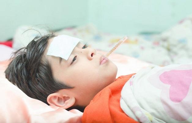 Trẻ bị viêm tai giữa có biểu hiệu như thế nào?