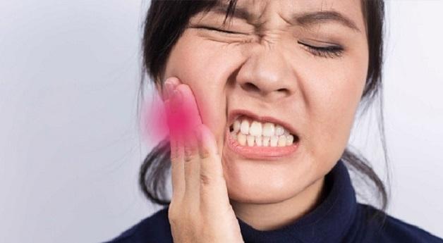 Người bị viêm lợi trùm có mủ thường phải chịu đựng những cơn đau dai dẳng