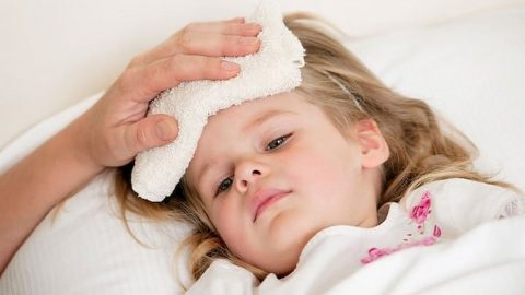 Cách xử trí sốt cao co giật ở trẻ em bố mẹ nên biết