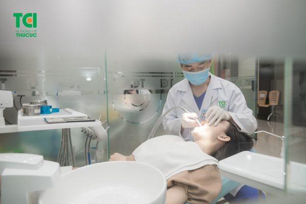 Để thực hiện điều trị viêm quanh cuống răng, bệnh nhân cần thực hiện ở các cơ sở y tế uy tín