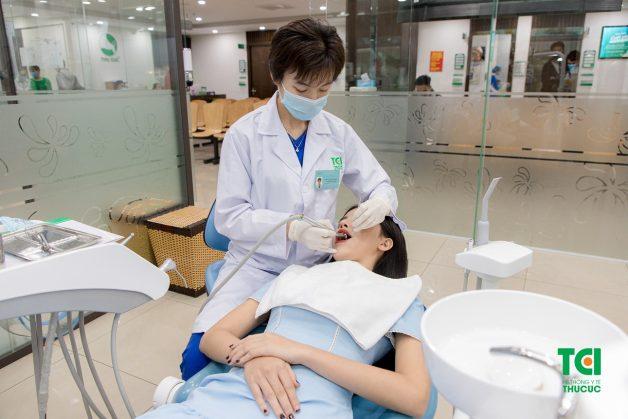 Từng bước trong quy trình lấy cao răng tại Thu Cúc được thực hiện cẩn thận và kỹ lưỡng