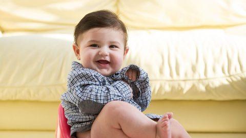 Trẻ 5 tháng bị táo bón – Mách mẹ cách can thiệp hiệu quả
