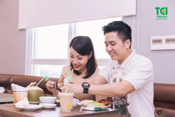Khi mang thai, chế độ ăn uống vô cùng quan trọng để giúp có được sức khỏe răng miệng tốt