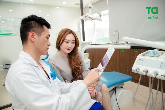 Tiến hành chụp X – quang để nắm được mức độ sâu răng là một trong các biện pháp giúp bác sĩ phát hiện mức độ của bệnh sâu răng.