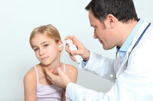 Bệnh nấm tai ngoài điều trị bằng cách nào?