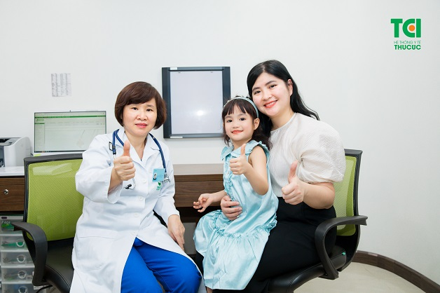 Bố mẹ nên đưa trẻ đi khám khi thấy con có dấu hiệu tay chân miệng