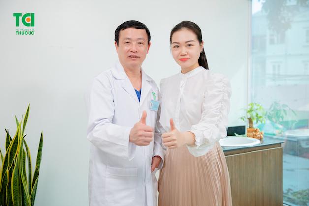 """Thầy thuốc ưu tú, Bác sĩ Dương Văn Tiến được mệnh danh là """"đảm bảo vàng"""" cho những ca phẫu thuật thành công."""