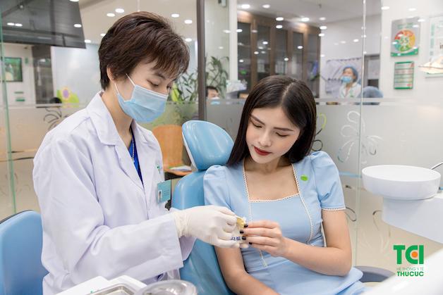 Nha chu là một tổ chức bao gồm lợi (nướu), xương ổ răng, xương răng và dây chằng quanh răng.