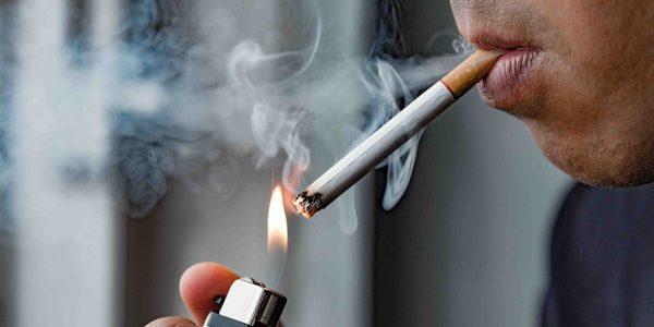 Hút thuốc gây nên tình trạng mảng bám vàng