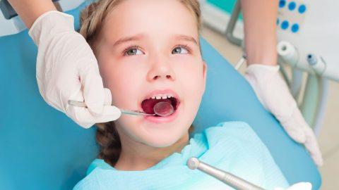 Khi nào nhổ răng sữa cho bé? Đọc ngay nếu muốn con có hàm răng đẹp