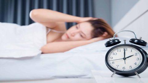 Người bị mất ngủ mãn tính phải làm sao?