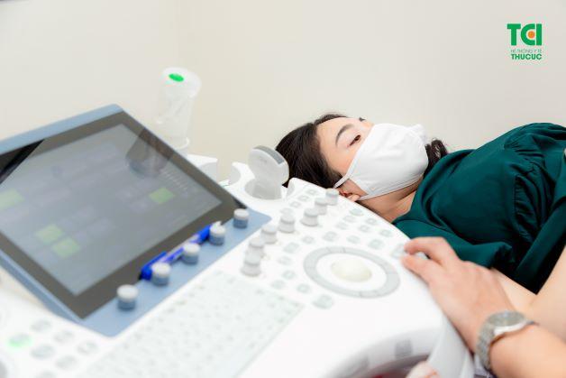Khi nghi ngờ tử cung có các nang, bác sĩ Sản khoa sẽ chỉ định người bệnh thực hiện siêu âm để kiểm tra để xác định chính xác bệnh