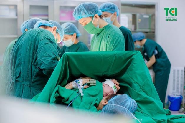 Phẫu thuật lấy thai là một phương pháp được sử dụng trong trường hợp mẹ bầu gặp khó khăn với phương pháp sinh thường, hoặc với mẹ không muốn sinh thường