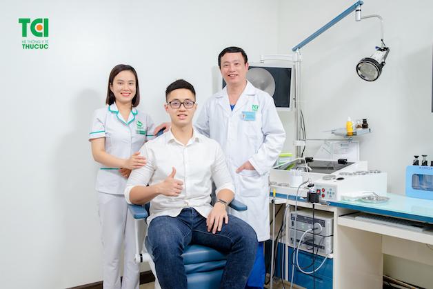 BS Tiến không chỉ được đánh giá cao về trình độ chuyên môn, mà còn được đông đảo người bệnh yêu quý vì sự nhiệt tình và tâm lý.