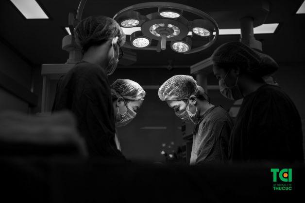 Nếu có u nang có kích thước dưới 10cm và không nghi ngờ ác tính thì đượ chỉ định bóc tách bằng phương pháp phẫu thuật nội soi.