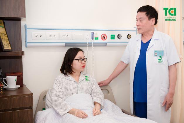 Sau khi thực hiện bóc u buồng trứng, người bệnh sẽ được chuyển về phòng hậu phẫu để nghỉ ngơi.